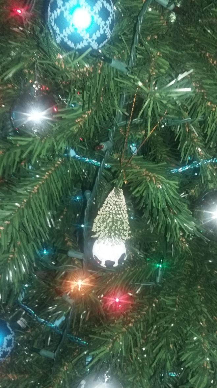 The 'popcorn' tree ornament L calls it
